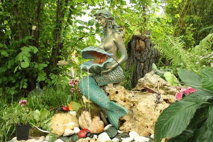 Meerjungfrau im Feng Shui Garten