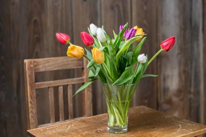 Feng Shu Tisch mit Blumen