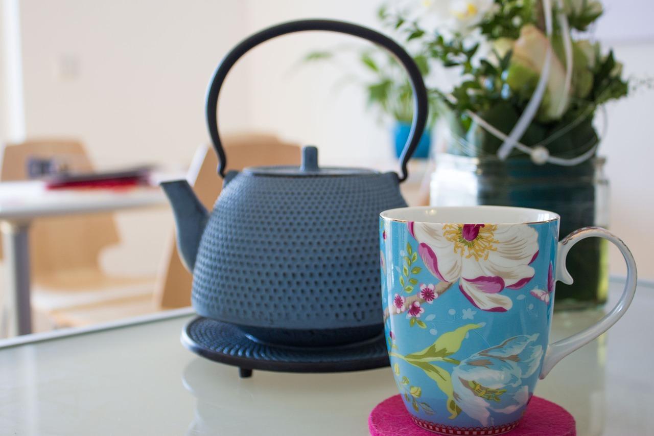 Buch und Tee