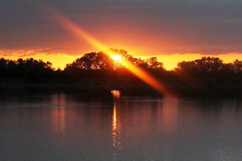 Die Sonne liebt die Erde - jeden Morgen kehrt sie zurück