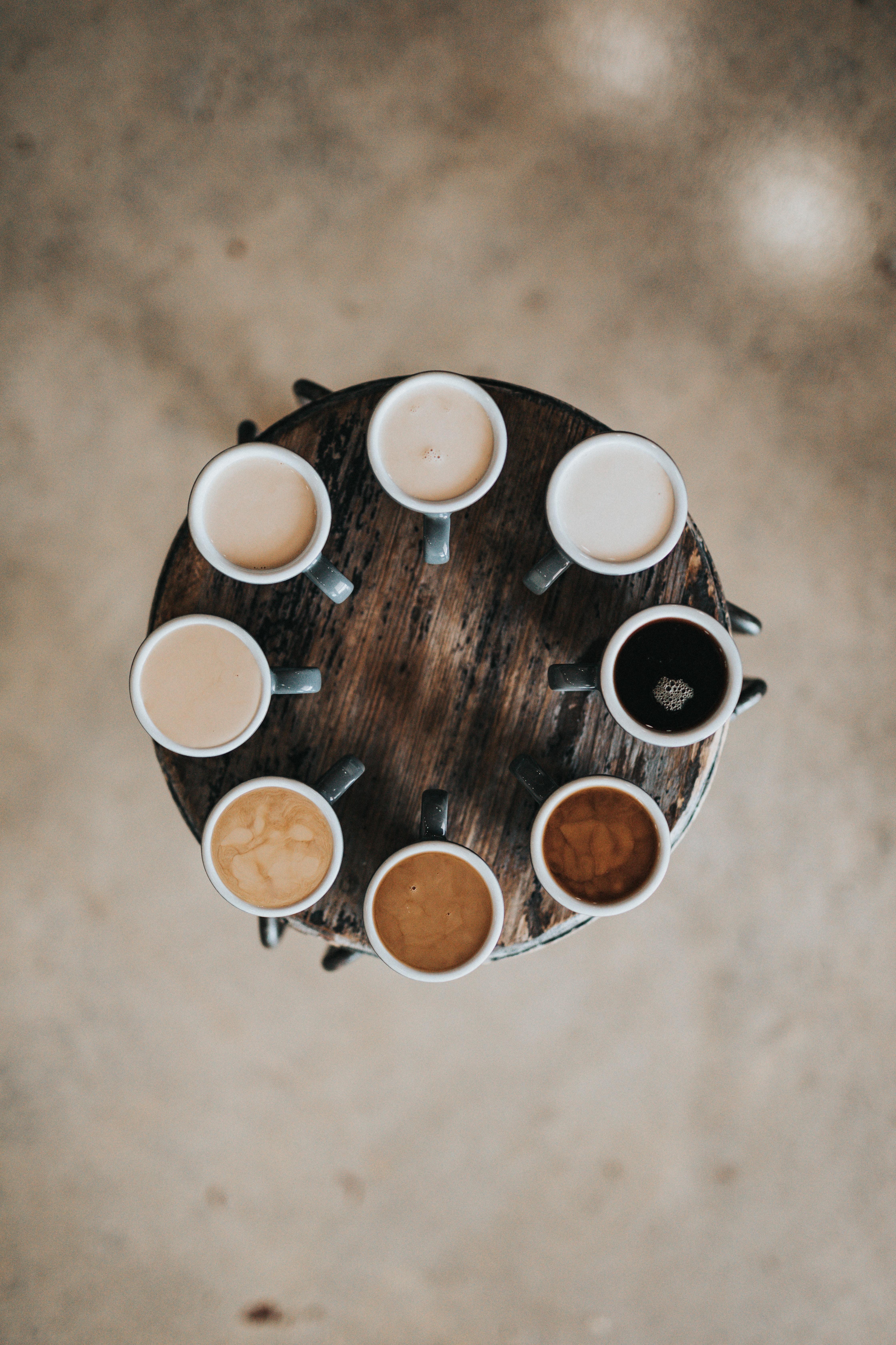 Danke © Nathan Dumlao: Am runden Tisch kommen alle Farben zur Wirkung.